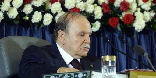 Très affaibli, Abdelazziz Bouteflika a tout de même été réélu avec 81,53% des voix. (AFP PHOTO / FAROUK BATICHE)
