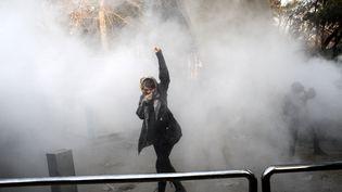 Une manifestanteà Téhéran, la capitale iranienne, le 30 décembre 2017. (AFP)