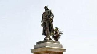 La statue de Louis Faidherbe à Saint-Louis du Sénégal. (DJIBRIL SY / AFP)