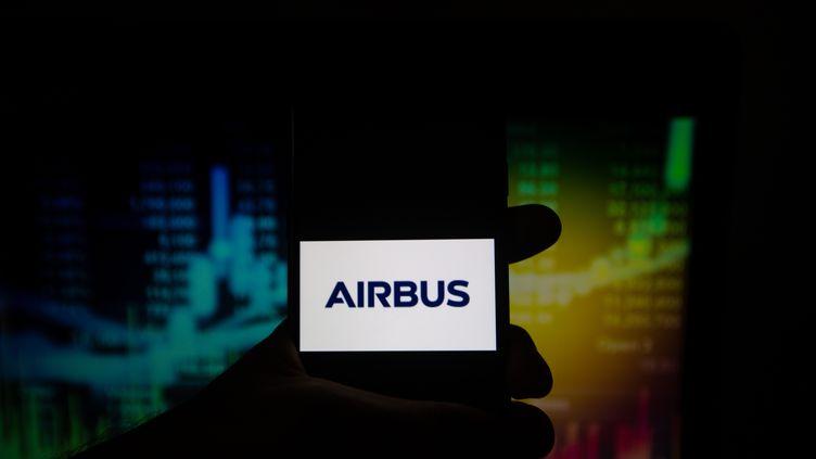 Airbus annonce, lundi 19 novembre, avoirremporté un important contrat de plusieurs millions d'euros pour la fourniture de deux gros satellites de télédiffusion. (ALEXANDER POHL / NURPHOTO / AFP)