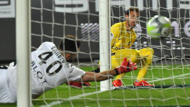 Neymar (PSG) a inscrit un doublé à Rennes (1-4).