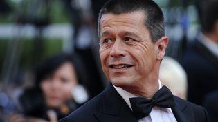 """Emmanuel Carrère lors de la projection """"Des Hommes et des Dieux"""" à la 63e édition du Festival de Cannes, en 2010. (ANNE-CHRISTINE POUJOULAT / AFP)"""