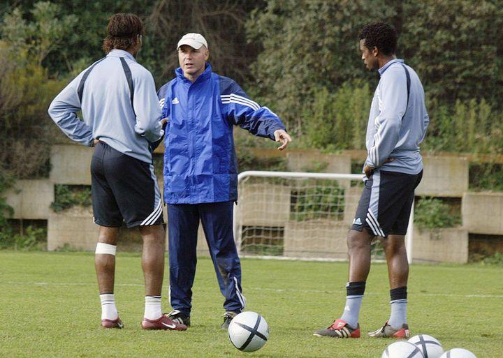 José Anigo dirige l'entraînement marseillais après le remplacement d'Alain Perrin, en janvier 2004 (GERARD JULIEN / AFP)