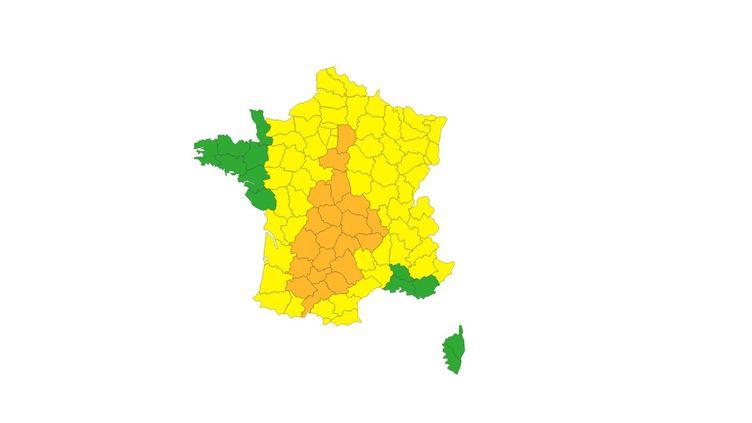 Vingt départements sont placés en vigilance orage aux orages, indique Météo France le 26 juin 2020. (METEO FRANCE)