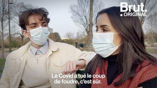 """VIDEO. """"Le Covid a tué le coup de foudre"""" : ils racontent comment ils draguent en 2021 (BRUT)"""