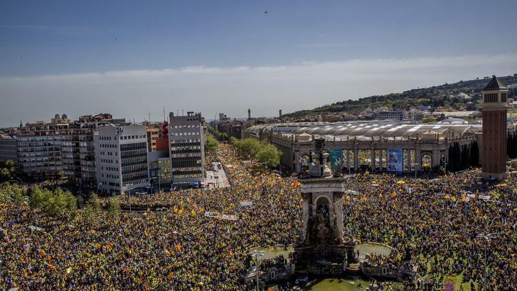 Des manifestants dénoncent l'incarcération de leaders indépendantistes catalans, le 15 avril 2018 à Barcelone (Espagne). (ANGEL GARCIA / CROWDSPARK / AFP)