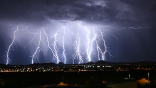 Un orage en Arizona, aux Etats-Unis,le 29 juin 2015. (CITIZENSIDE/ABBEE DAY / CITIZENSIDE.COM / AFP)