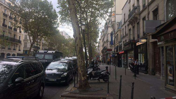 L'homme s'était retranché chez lui dans le 10e arrondissement de Paris, passage Brady. (JULIEN PASQUALINI / RADIO FRANCE)