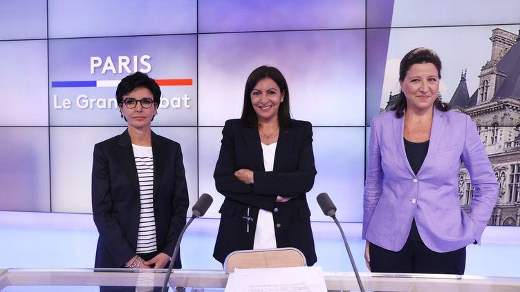 """Rachida Dati (à gauche), Anne Hidalgo (au centre) et Agnès Buzyn (à droite) sur le plateau du """"Grand débat"""" qui les oppose à Paris le 17 juin 2020, avant le second tour de l'élection municipale à Paris. (THOMAS SAMSON / AFP)"""