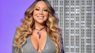"""La chanteuse Mariah Carey, le 17 décembre 2019 à New York, lors d'une cérémonie organisée pour célébrer les 25 ans de son morceau""""All I Want For Christmas Is You"""". (ANGELA WEISS / AFP)"""