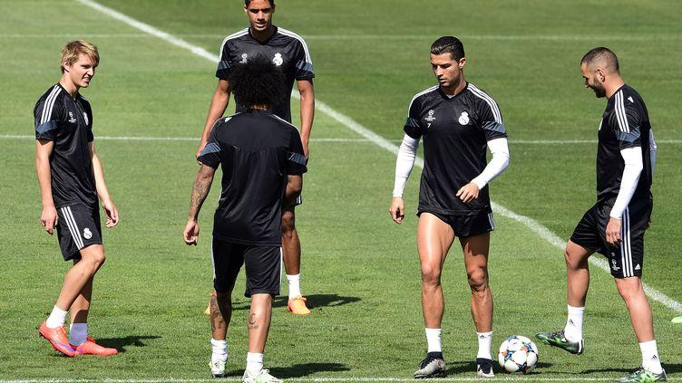 Martin odegaard (à gauche) à l'entraînement avec Cristiano Ronaldo (GERARD JULIEN / AFP)