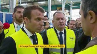 Emmanuel Macron fait face au député France insoumise François Ruffin à l'usine Whirlpool d'Amiens, le 3 octobre 2017. (FRANCEINFO)