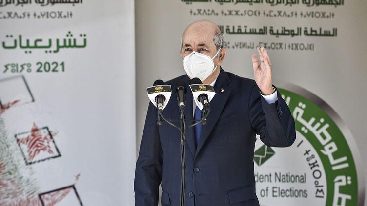 Le président algérien Abdemadjid Tebboune, le 12 juin 2021 à Bouchaoui (Algérie). (RYAD KRAMDI / AFP)