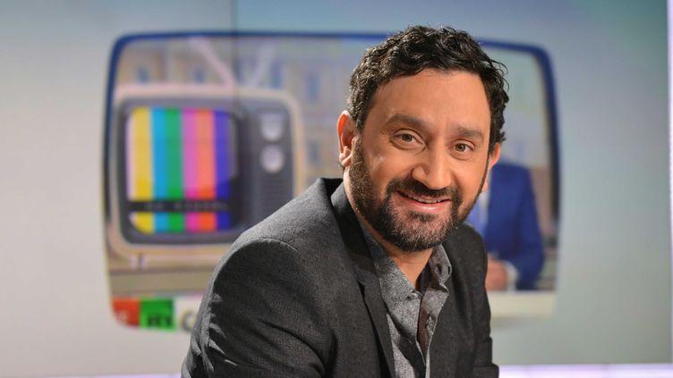 """L'animateur Cyril Hanouna sur le plateau de l'émission """"Mediasphere"""", sur LCI, le 30 avril 2015. (IBO / SIPA)"""