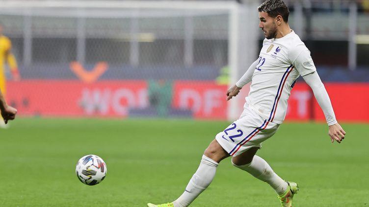 Theo Hernandez avec l'équipe de France contre l'Espagne en finale de la Ligue des Nations, le 10 octobre 2021 à Milan. (FABRIZIO CARABELLI / AFP)