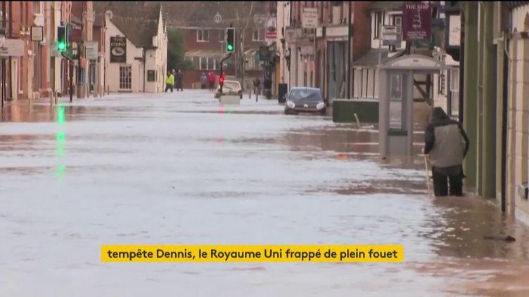 Le Royaume-Uni frappé de plein fouet par la tempête Dennis. (FRANCEINFO)