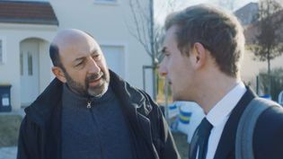 """Kad Merad et Kacey Mottet-Klein dans le film """"Comme des rois"""". (FRANCE 3)"""