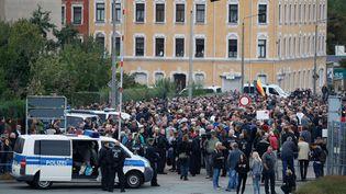 En Allemagne, à Chemnitz, jeudi 30 août, un rassemblement à l'appel du groupe d'extrême droite Pro Chemnitz. (ODD ANDERSEN / AFP)