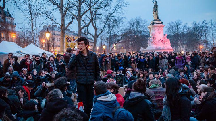 """Des manifestants contre la loi Travail rassemblés pour la """"Nuit Debout"""", place de la République à Paris, le 1eravril2016. (MAXPPP)"""