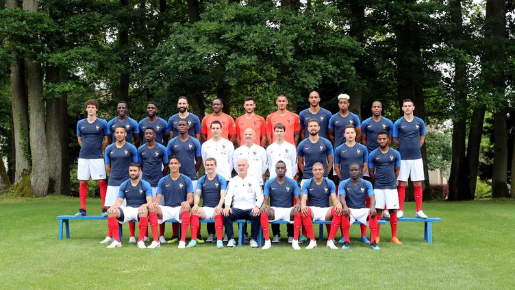 L'équipe de France pose pour sa photo officielle, à Clairefontaine (Yvelines), le 30 mai 2018, à l'approche du Mondial en Russie. (MAXPPP)