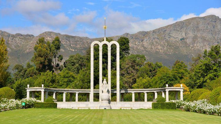 Le mémorial aux huguenots de Franschhoek, près du Cap, est dédié à la mémoire des immigrants protestants d'origine française, arrivés en Afrique du Sud au XVIIᵉ siècle. Photo prise le 13 mai 2014. (MATTES René / hemis.fr / Hemis via AFP)