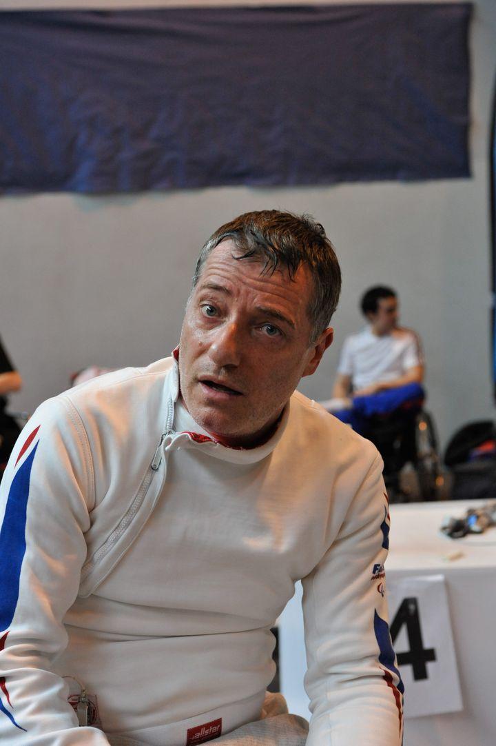 Robert Citerne lors d'une compétition d'escrime mixte valides et handicapés à Villemomble (Seine-Saint-Denis), le 24 mars 2012. (MAXPPP)