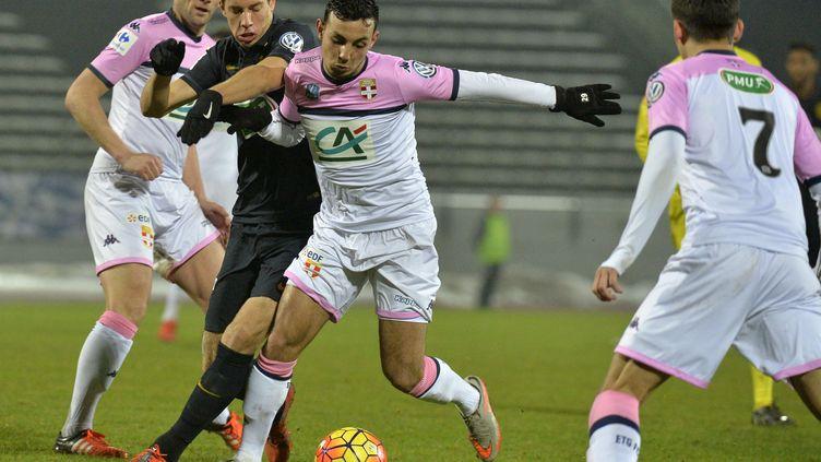 Zakrya Abarouai, joueur de l'Evian-Thonon-Gaillard (JEAN-PHILIPPE KSIAZEK / AFP)