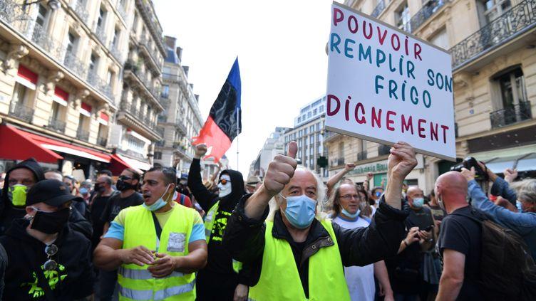 """Des """"gilets jaunes"""", le 12 septembre 2020 à Paris. (ALAIN JOCARD / AFP)"""