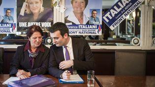 La candidate du Font national à la législative partielle de l'Oise, Florence Italiani (G),et le vice-président du FN,Florian Philippot, le 21 mars 2013 à Beauvais (Oise). (FRED DUFOUR / AFP)