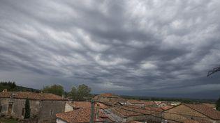 Des orages au dessus de la commune de Saint-Sornin (Charente), le 4 juillet 2018. (MAXPPP)