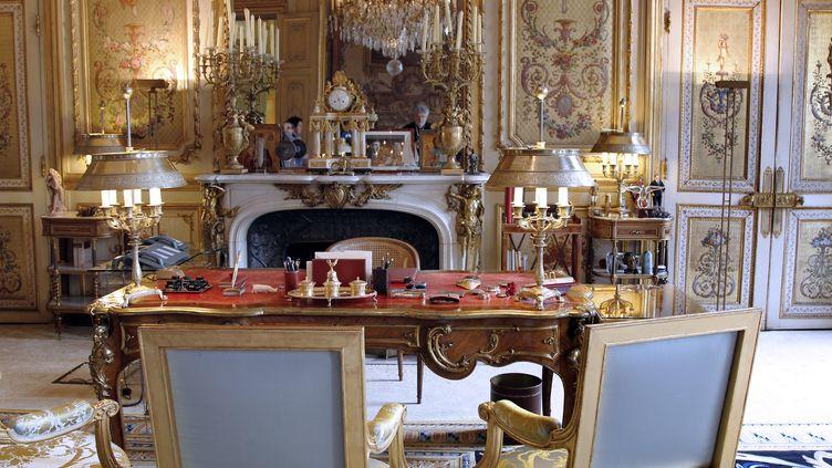 """Le bureau du président de la République à l""""Elysée, pris en photo le 17 septembre 2011. (FRANCOIS GUILLOT / AFP)"""