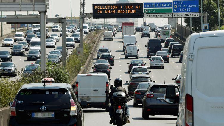 Vitesse réduite sur l'A1, près de Paris, en raison d'un pic de pollution, le 27 juillet 2018. (GERARD JULIEN / AFP)