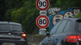 Un panneau de limitation de vitesse, sur une route d'Alsace, le 10 août 2014. (MAXPPP)
