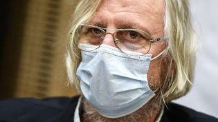 Le professeur Didier Raoult, lors de son audition par la commission du Sénat sur la gestion de l'épidémie de Covid-19, le 15 septembre 2020. (CHRISTOPHE ARCHAMBAULT / AFP)