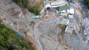 29 septembre 2021. Dans la vallée de la Roya, un an après le passage de la tempête Alex, les routes d'accès à la vallée de la Roya sont en travaux pour rétablir l'axe vers le col de Tende et le tunnel de Tende. (FRANCK DUBRAY / MAXPPP)