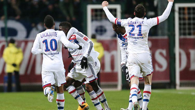 La joie des joueurs lyonnais après la victoire à Troyes, le 12 janvier 2012. (FRANCOIS NASCIMBENI / AFP)