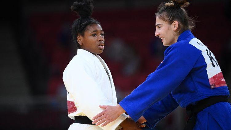 Sarah-Léonie Cysique (en blanc) doit se contenter d'une médaille d'argent à Tokyo, le 26 juillet 2021. (FRANCK FIFE / AFP)