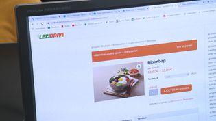 A Lézignan, dans l'Aude, un site internet permet aux restaurateurs de livrer des repas. (Frédéric Guibal / France Télévisions)