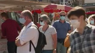 En Bretagne le rebond de l'épidémie a précipité la décision de plusieurs maires, dans le Finistère notamment. Plusieurs d'entre-deux imposent le masque sur les marchés. (france 2)