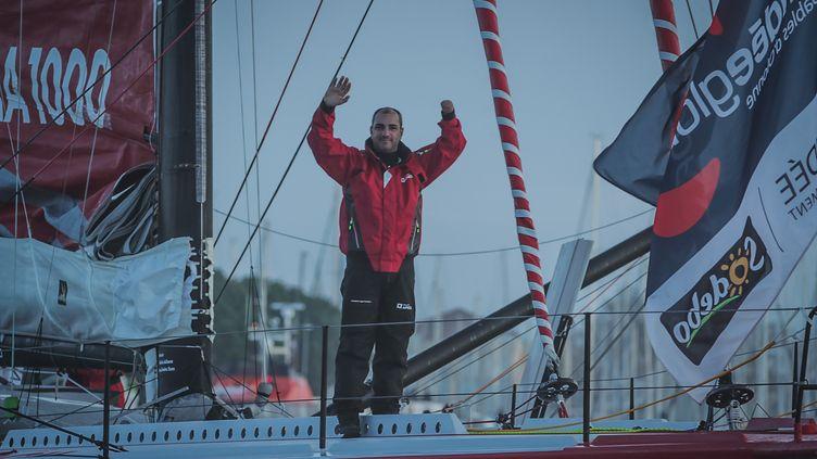 Damien Seguin, lors du départ du Vendée Globe 2020 le 8 novembre 2020, est devenu le premier skipper handisport à participer à la course, et à la finir  (PIERRE BOURAS / DPPI MEDIA)