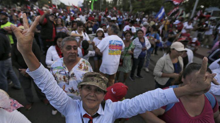 Des manifestants sandinistes dans les rues de Managua (Nicaragua), le 19 septembre 2018. (INTI OCON / AFP)