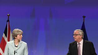 Theresa May etJean-Claude Juncker, le 8 décembre 2017. (EMMANUEL DUNAND / AFP)