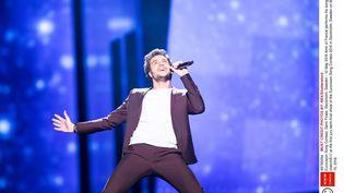 Amir, représentant de la France à l'Eurovision, interprète son titre lors de la demi-finale du concours, à Stockholm (Suède), le 10 mai 2016. (SHUTTERSTOCK / REX / SIPA)