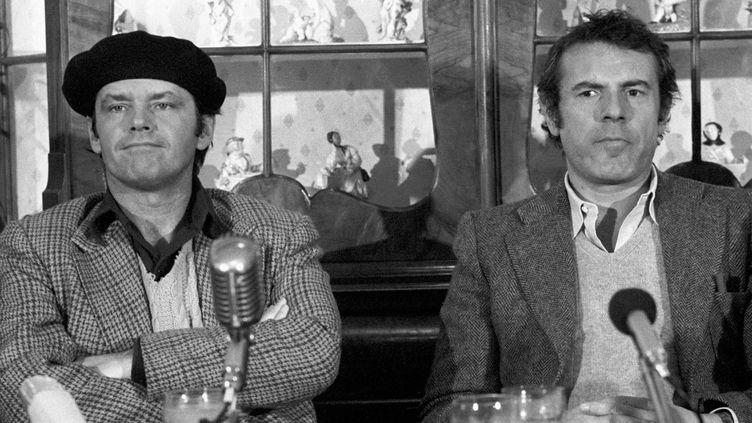 """Janck Nicholson et Milos Forman en conférence de presse pour """"Vol au-dessus d'un nid de coucou"""", en février 1976.  (Keystone / MaxPPP)"""