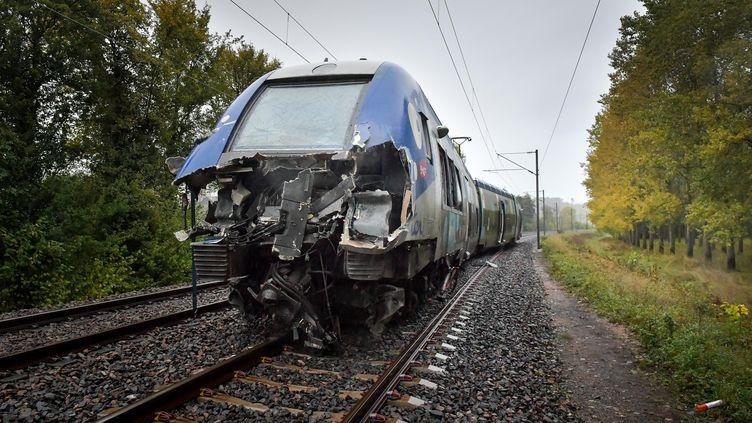 Le TER accident le 16 octobre 2019 à Boulzicourt (Ardennes) lors d'une collision avec le véhicule d'un convoi exceptionnel. (MAXPPP)