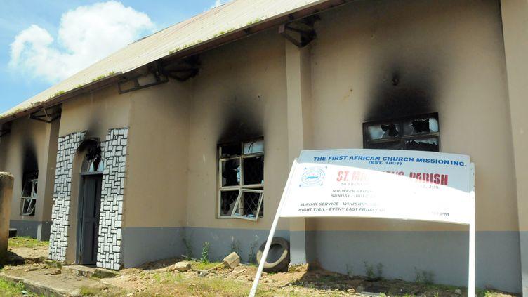 Une égliseévangéliste de Jos, une ville du centre du Nigeria, incendiée en 2015. (- / AFP)