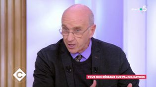 """André Grimaldi, le 17 décembre 2019 sur le plateau de """"C à Vous"""", sur France 5. (C A VOUS / FRANCE 5)"""