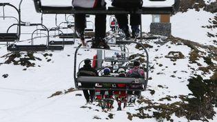 Le télésiège de la station de Gourette (Pyrénées-Atlantiques), d'où un skieur est tombé, le 22 décembre 2012. ( MAXPPP)