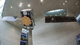 Un satellite du programme Galiléo, au Centre spatial d'Allemagne à  Oberpfaffenhofen,le 11 octobre 2011. (PETER KNEFFEL / DPA)