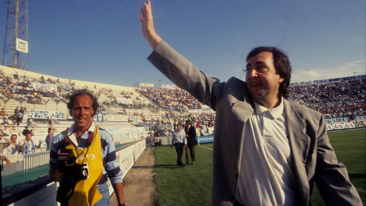 Jean-Pierre Bernès, ancien directeur général de l'Olympique de Marseille, au stade Vélodrome, le 25 juillet 1993. (P. BOYER / MAXPPP TEAMSHOOT)